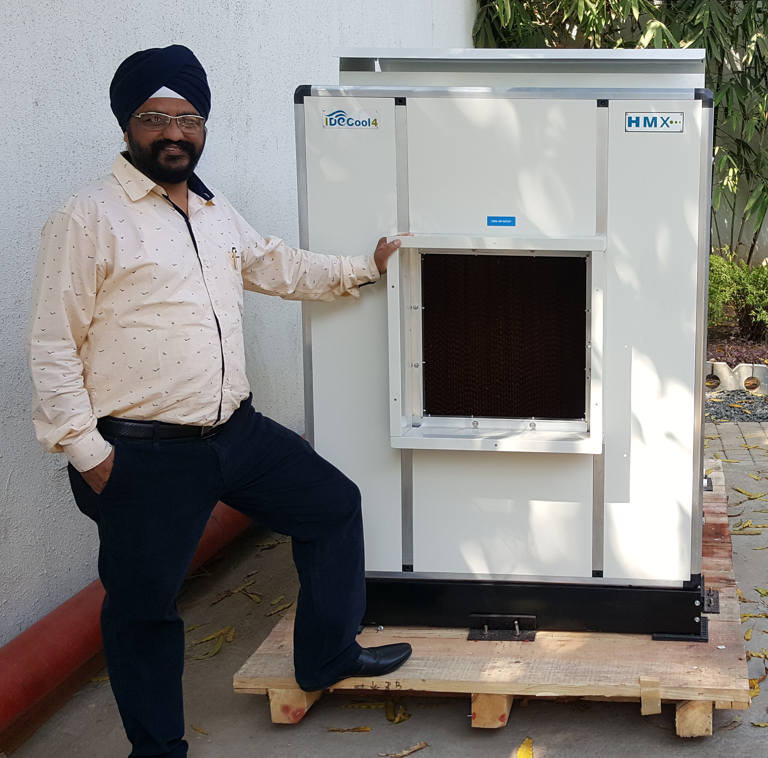 Mr Navneet Singh Bhasin, Multideal Corporation, Nagpur, the proud owner of the 1st IDECool unit